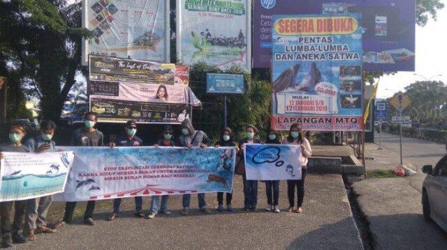 Aksi Tolak Atraksi Lumba-lumba di Pekanbaru, Masih Berlanjut Sore Ini di Bandar Serai