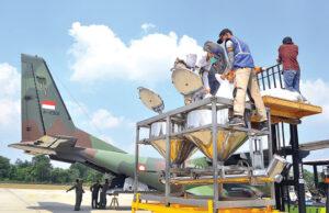 Pesawat Cassa 212 TNI AU Bantu Hujan Buatan