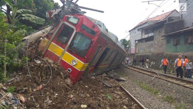 Inilah Penampakan KRL Anjlok Tabrak Tiang Listrik Dekat Stasiun Bogor