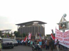 Sudah 4 Hari Warga Desa Koto Aman Bertahan di Pekanbaru untuk Demo, Mereka Pun Mulai Kehabisan Uang