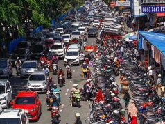 Penumpukan Kendaraan Terjadi di Ruas Jalan Sudirman