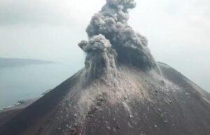 BREAKING NEWS Gunung Anak Krakatau Meletus, Semburkan Abu Vulkanik 657 Meter