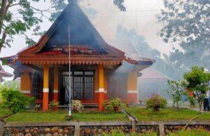 Rumah Dinas Bhakti Praja milik Pemerintah Kabupaten (Pemkab) Pelalawan Terbakar