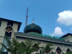 Ajaib! Pisau Pelaku Bengkok Saat Coba Tikam Imam Sholat di Masjid Al-Falah Pekanbaru.
